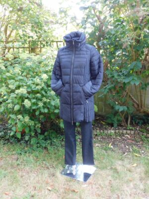 Soya Concept: black fitted puffa coat
