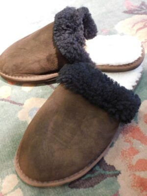 Celtic and Co: MEN'S black sheepskin mule slipper