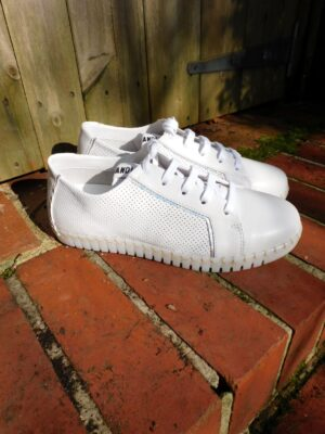 Andia Fora: white leather trainer