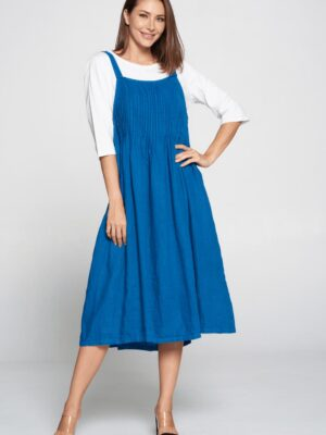 Focus: Blue denim pinafore dress