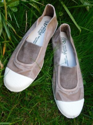 Natural World: taupe elasticated front cotton pump  Homepage DSCN7539 300x400