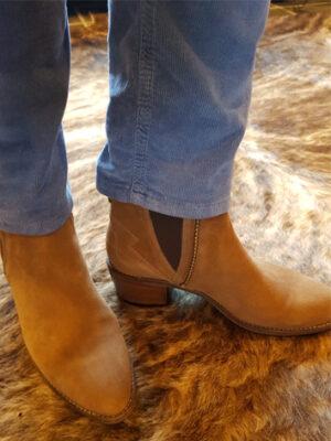 Nerogiardini: tan suede shoeboots
